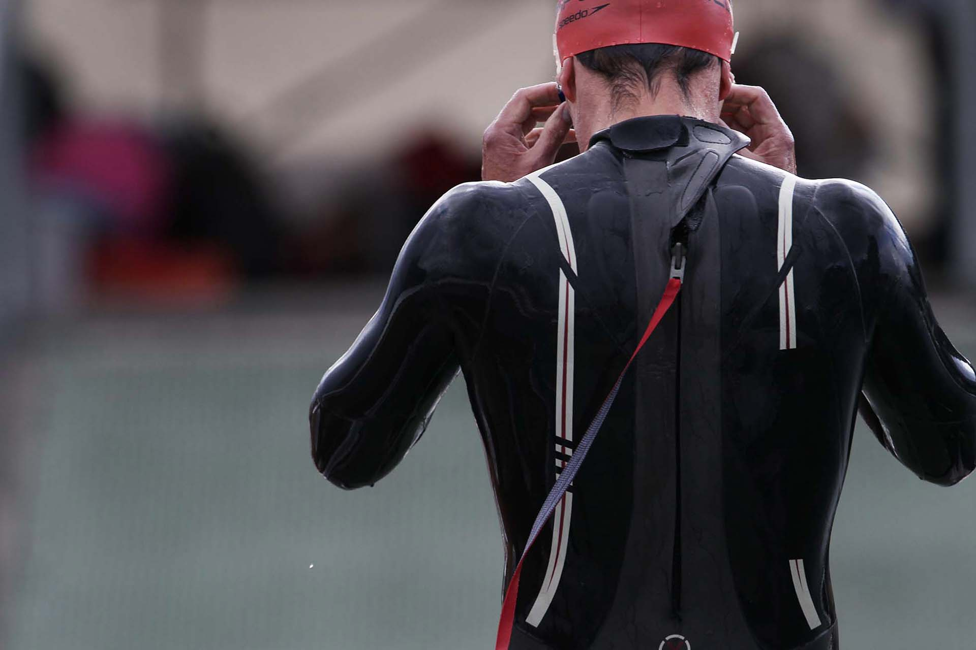 Simon_OpenWater_RedHat_Back