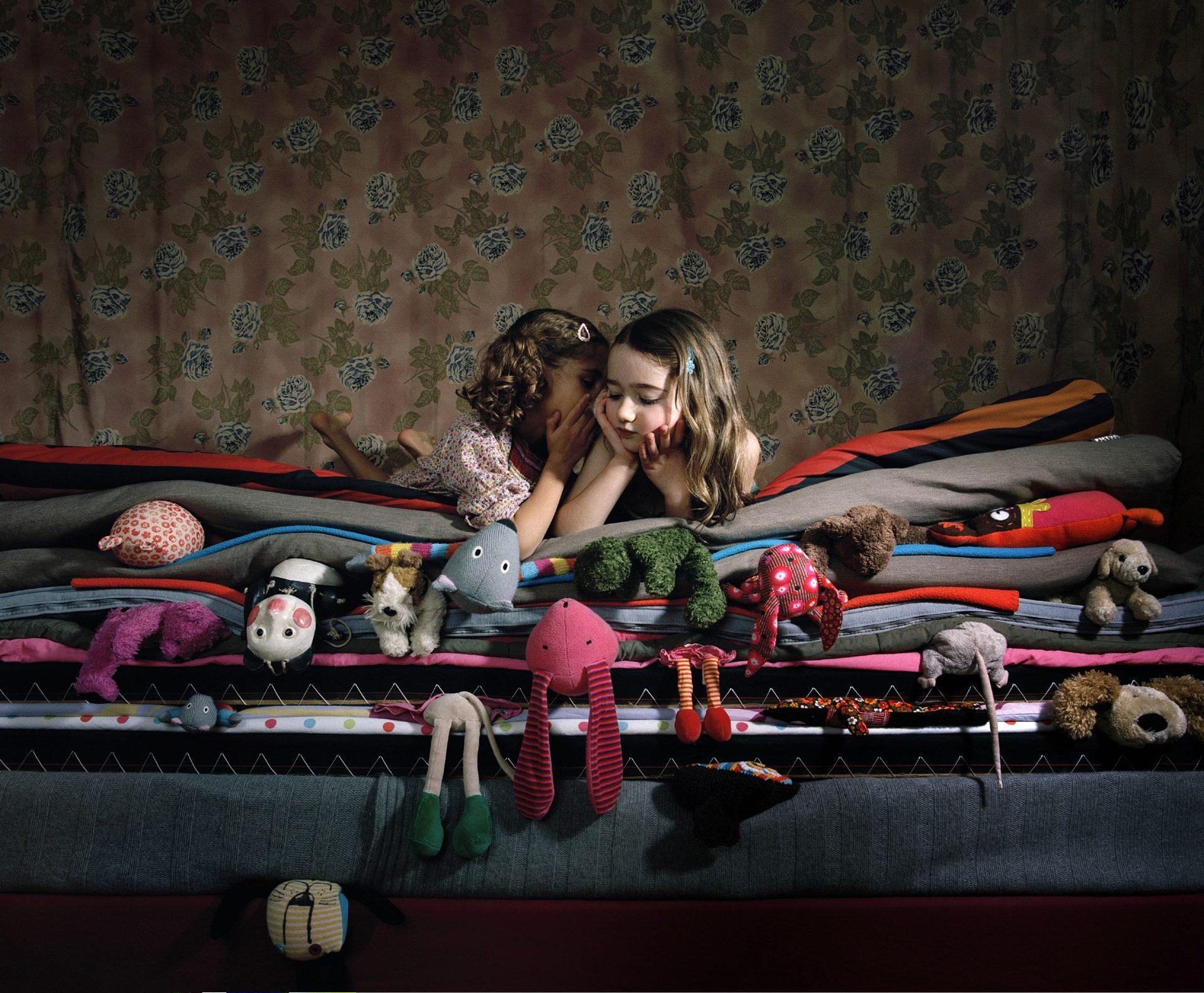 Nadege_Girls_On_Bed